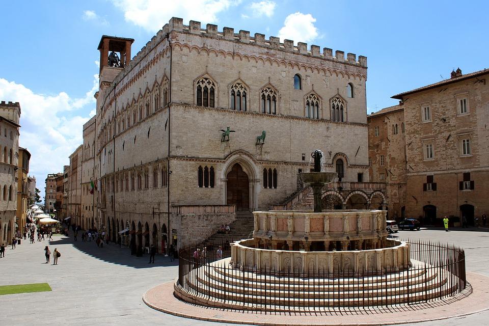 Palazzo dei Piori und Fontana Maggiore